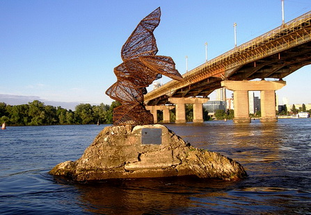 Городские скульптуры - Страница 2 1Redkaya-ptitsa