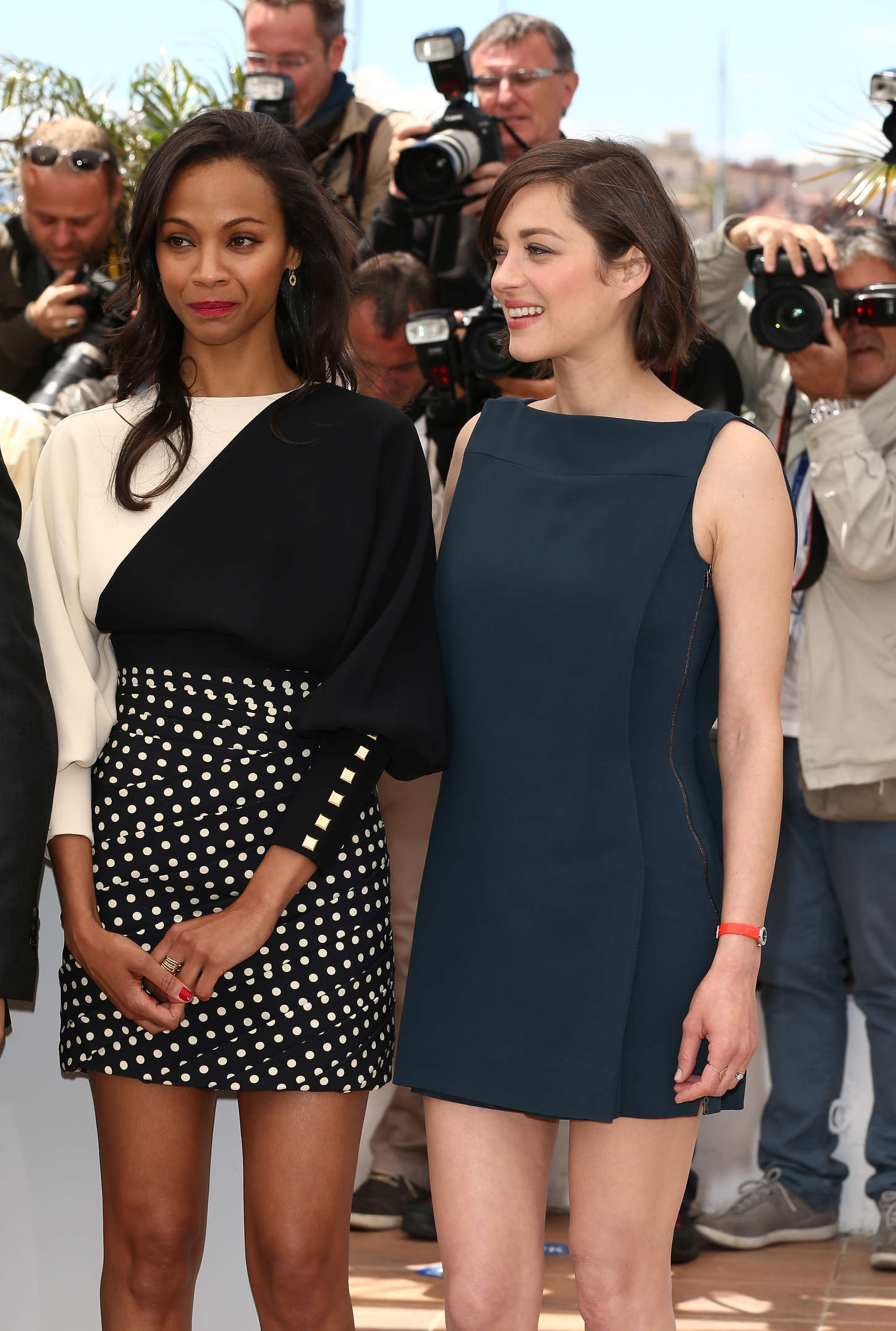 ¿Cuánto mide Marion Cotillard? - Real height Zoe-Saldana-and-Marion-Cotillard-at-Blood-Ties-Photocall-at-the-66th-Cannes-Film-Festival-04