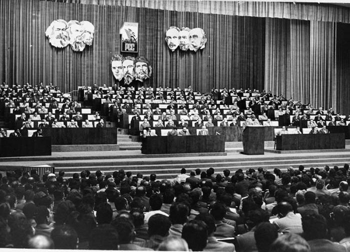 Congresos del PCC - Actualización del modelo económico y social F0057187
