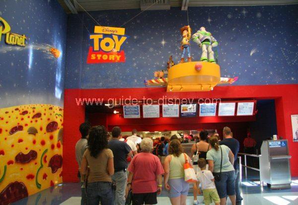 Buzz Lightyear's Pizza Planet Restaurant est désormais un buffet à volonté ! - Page 16 Toy-story-pizza-planet3-big