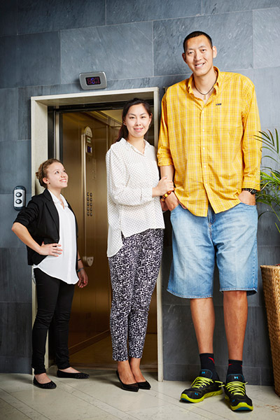 ¿Cuál creeis que es la altura ideal de una mujer? - Página 5 Sun-Mingming-and-Xu-Yan---Tallest-Married-Couple-0037_tcm25-395646