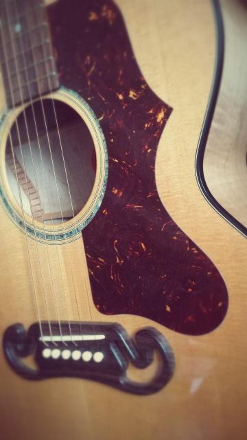 Un nouveau bébé (bis) : Gibson J-100 Xtra (2001) 11846-302764-2ec877e7da-139e
