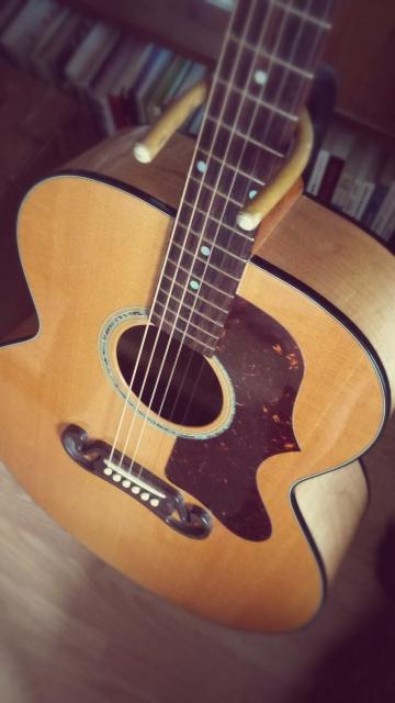 Un nouveau bébé (bis) : Gibson J-100 Xtra (2001) 11846-302764-2ec877e7da-511e