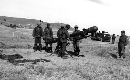 M-28 /M-29 Davy Crockett (A-bomb) DavyCrockettM29