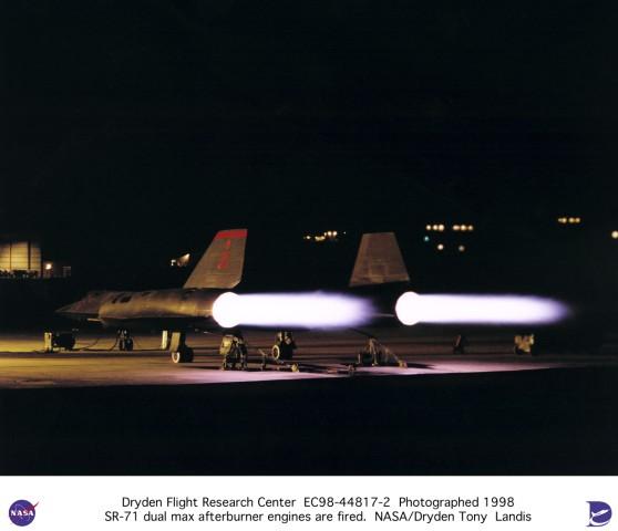 Lockheed SR-71 Black Bird EC98-44817-2-s