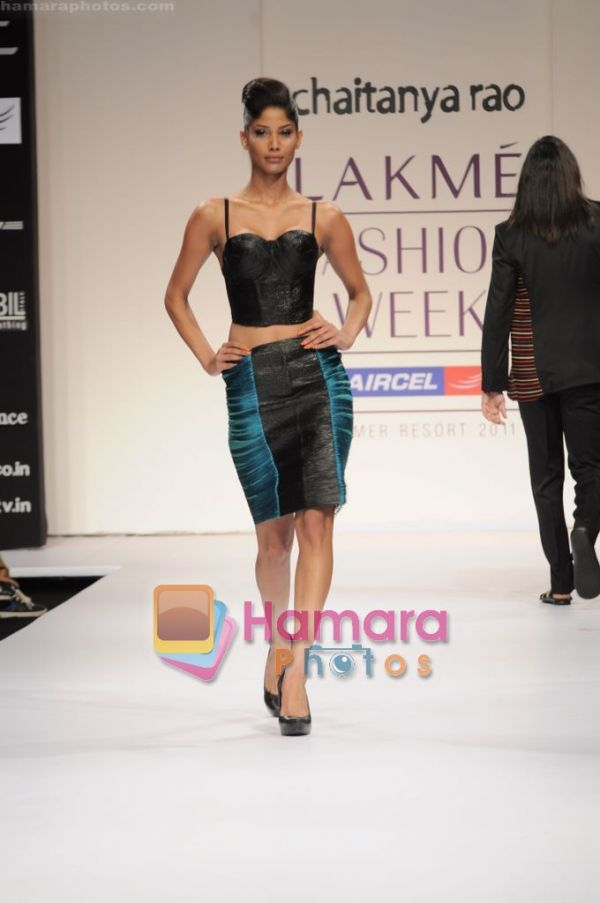 Official thread of MISS EARTH 2010 - Nicole Faria (India) - Page 2 Normal_at%20Chaiyanya%20Rao_s%20show%20at%20Lakme%20Fashion%20Week%202011%20Day%201%20in%20Grand%20Hyatt%2C%20Mumbai%20on%2010th%20March%202011%20%2818%29