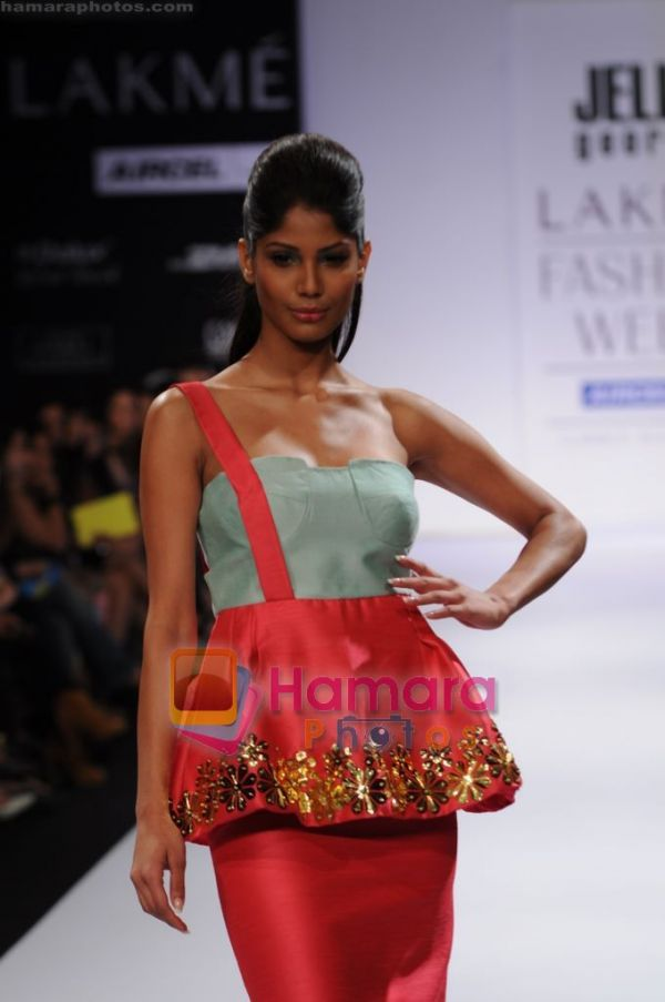Official thread of MISS EARTH 2010 - Nicole Faria (India) - Page 2 Normal_Model%20walk%20the%20ramp%20for%20Jeline%20George%20show%20at%20Lakme%20Fashion%20Week%202011%20Day%202%20in%20Grand%20Hyatt%2C%20Mumbai%20on%2012th%20March%202011%20%2812%29