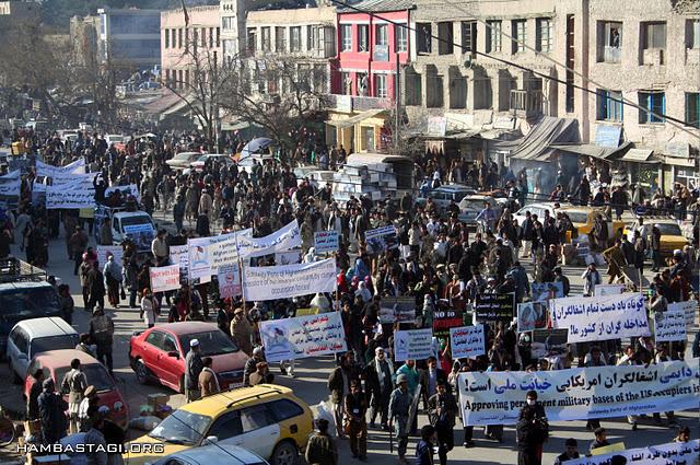 11 ans de guerre en photo 29_hezb_demo_dec_1_2011-kabul