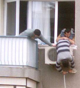 عبقرية بعض الجزائريين في العمل  Securite_instalclim