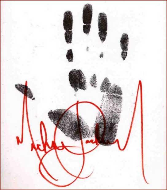Le mani di Mike *-* Michael-jackson-hand-print-autograph