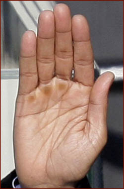 The hands of 10 US presidents! President-barack-obama-right-hand