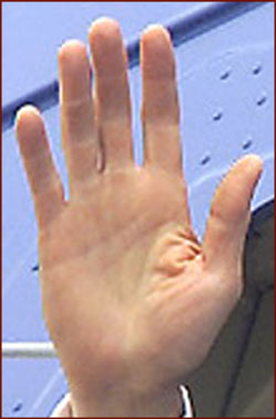 The hands of 10 US presidents! President-bill-clinton-right-hand