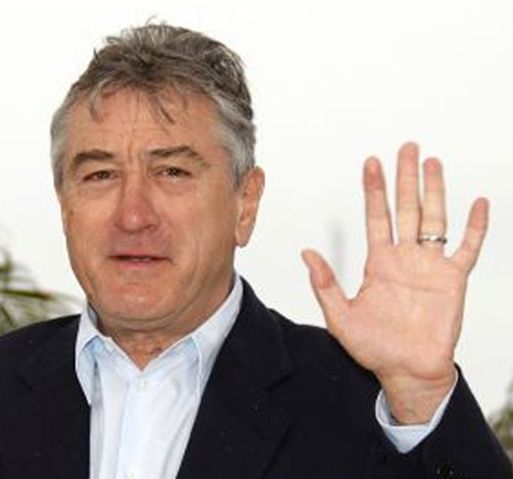 FAMOUS SIMIAN LINES - Which famous persons have a 'simian line'? Robert-de-niro-left-hand-simian-line