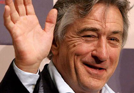 FAMOUS SIMIAN LINES - Which famous persons have a 'simian line'? Robert-de-niro-right-hand-palm
