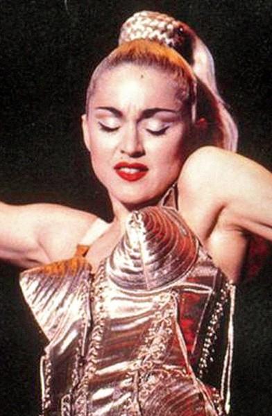 [Jeu] Association d'images - Page 3 Madonna-cone-bra