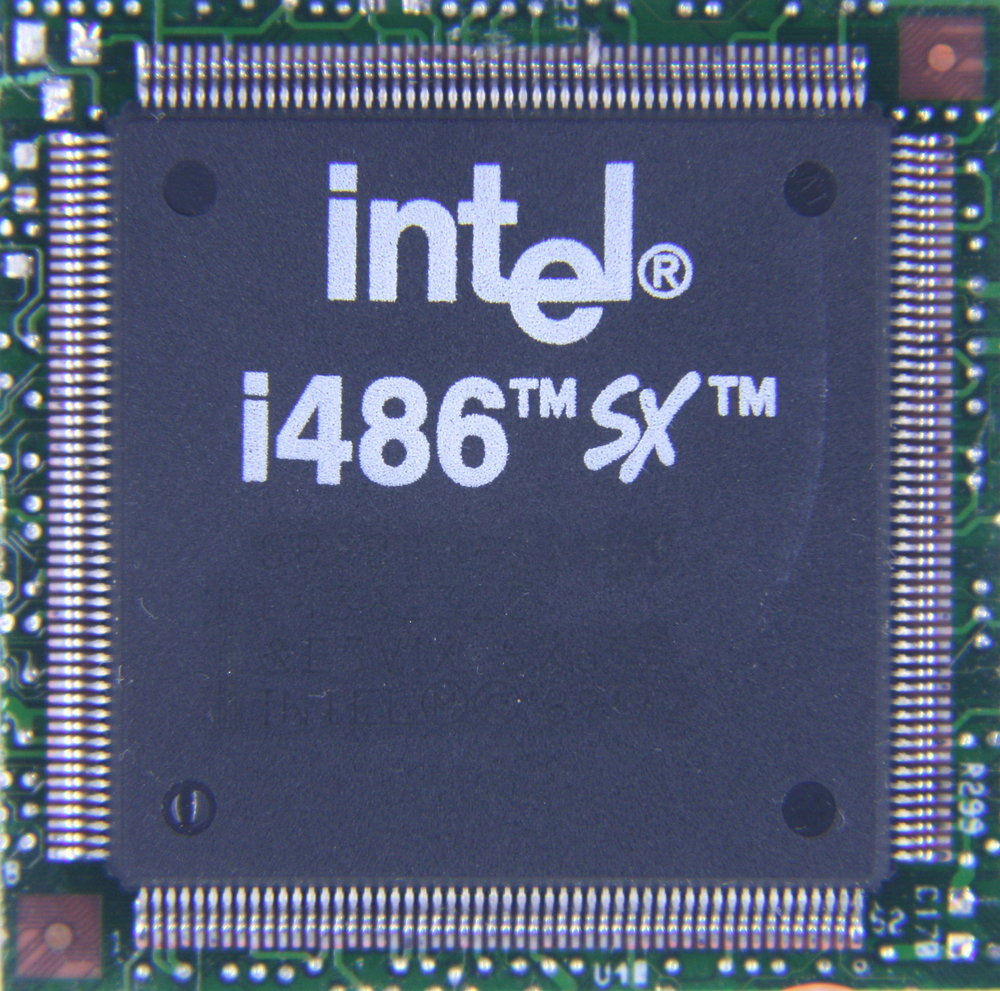 A l'infini.. - Page 21 Ic-photo-Intel--SB80486SX-33--(486-CPU)