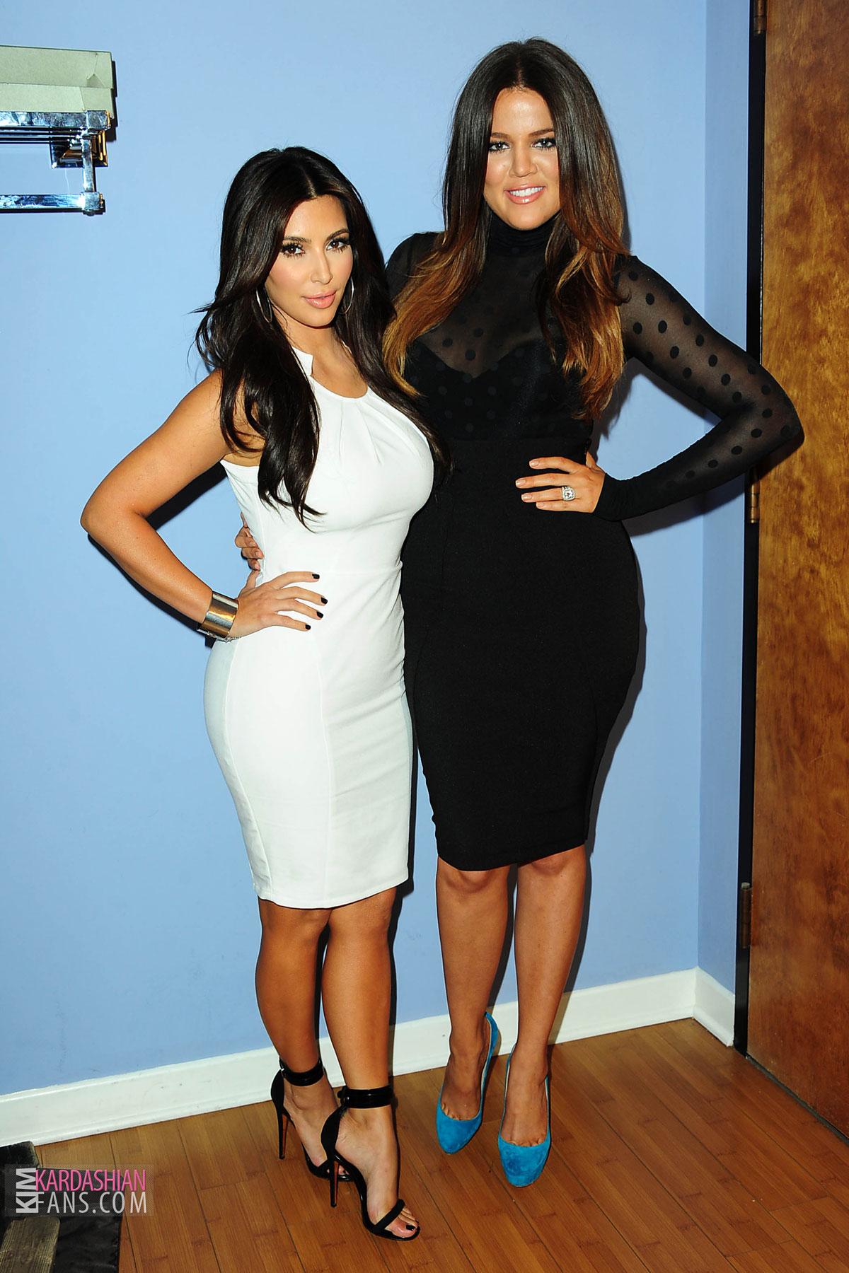 ¿Cuánto mide Khloe Kardashian? - Real height KIM-KHLOE-and-KOURTNEY-KARDASHIAN-at-The-Tonight-Show-With-Jay-Leno-3
