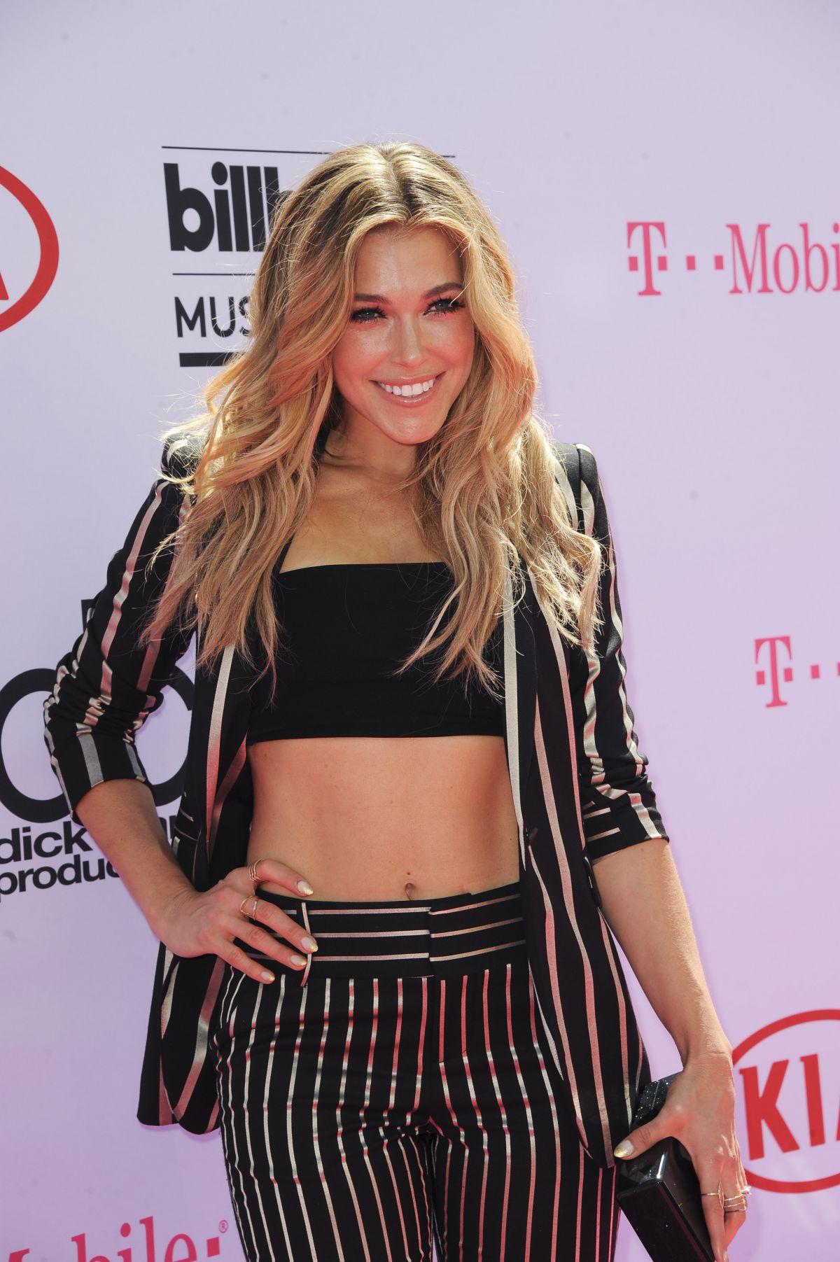 "Rachel Platten >> álbum ""Waves"" Rachel-platten-at-2016-billboard-music-awards-in-las-vegas-05-22-2016_1"
