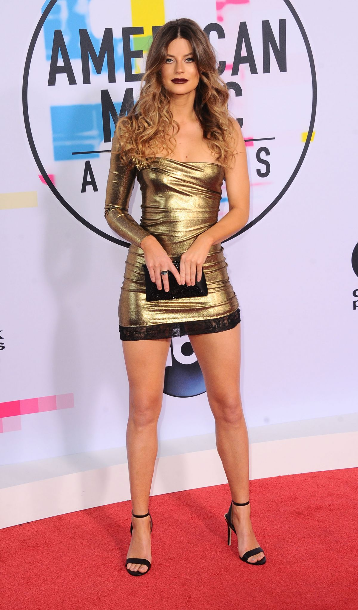 ¿Cuánto mide Hannah Stocking? - Real height Hannah-stocking-at-american-music-awards-2017-at-microsoft-theater-in-los-angeles-11-19-2017-5