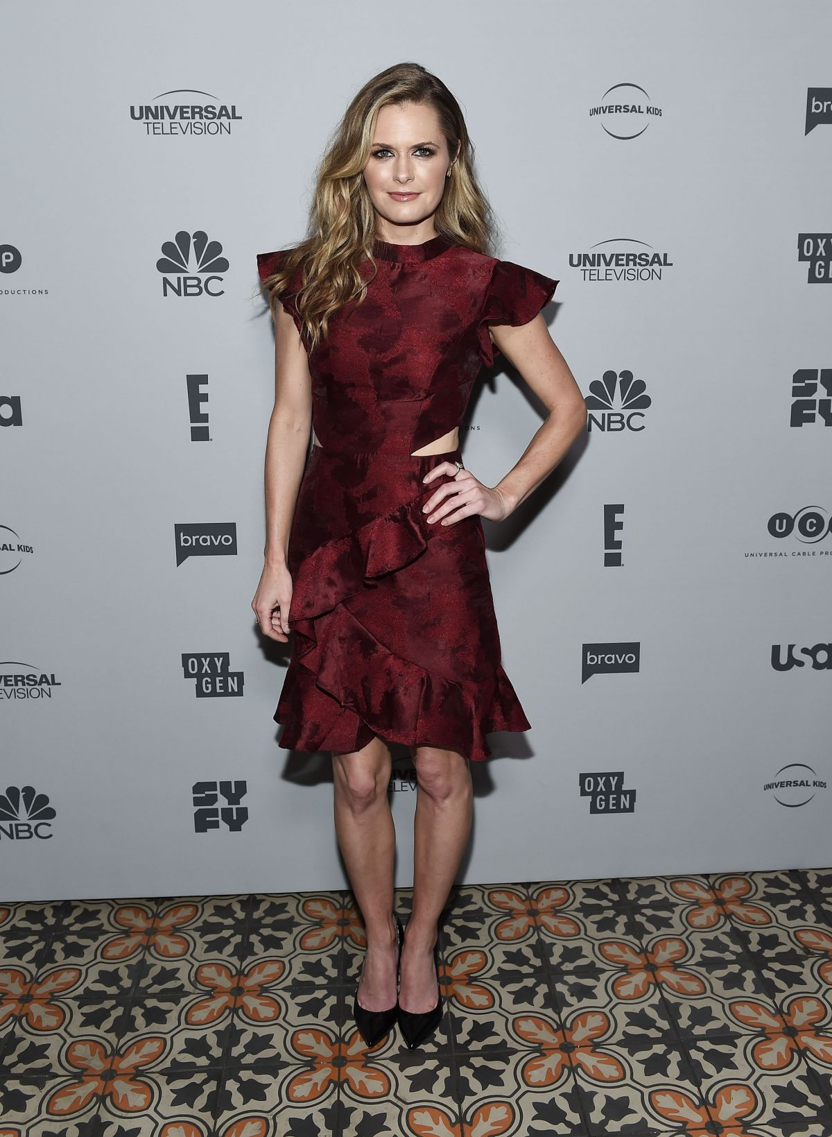 ¿Cuánto mide Maggie Lawson? - Real height Maggie-lawson-at-nbc-universal-s-press-junket-in-los-angeles-11-13-2017-0