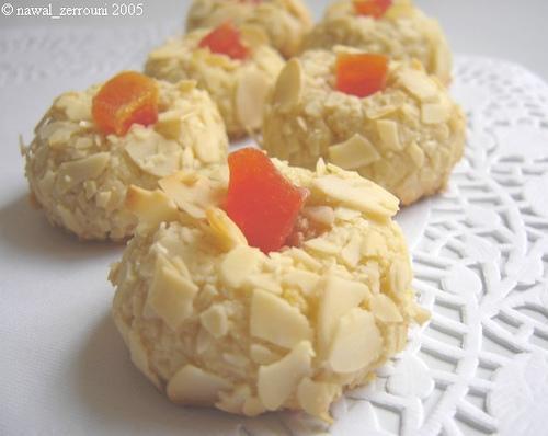 حلويات على أطباق من ذهب 8178