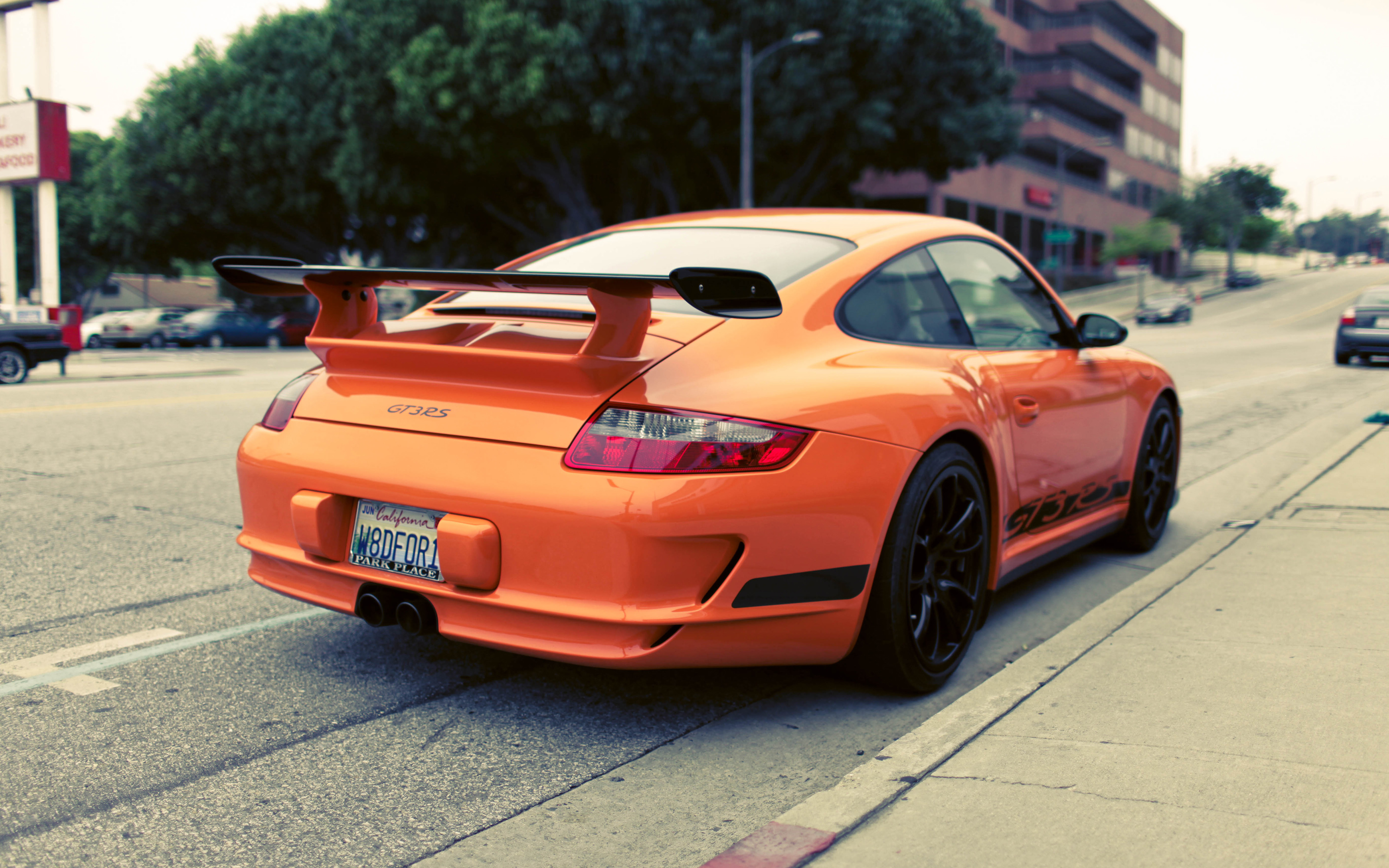 Tu garaje de 5 coches... un debate abierto en mil sitios. Orange_porsche_gt3_rs-wide
