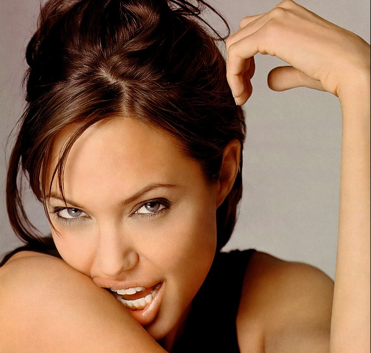Lijepi make up , make up za svaku prigodu , beautiful make up - Page 2 Angelina-jolie-pregnant