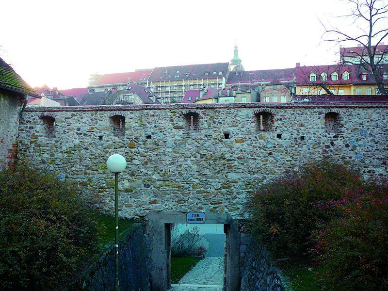 Parkovi grada Zagreba 04-park-opatovina---radovi-na-sanaciji-i-rekonstrukciji-zida-kaptolski-bedem