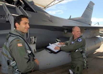 الفاسي الفهري.. أول مغربي يحلق بمقاتلة إف16 Fassifihrif16