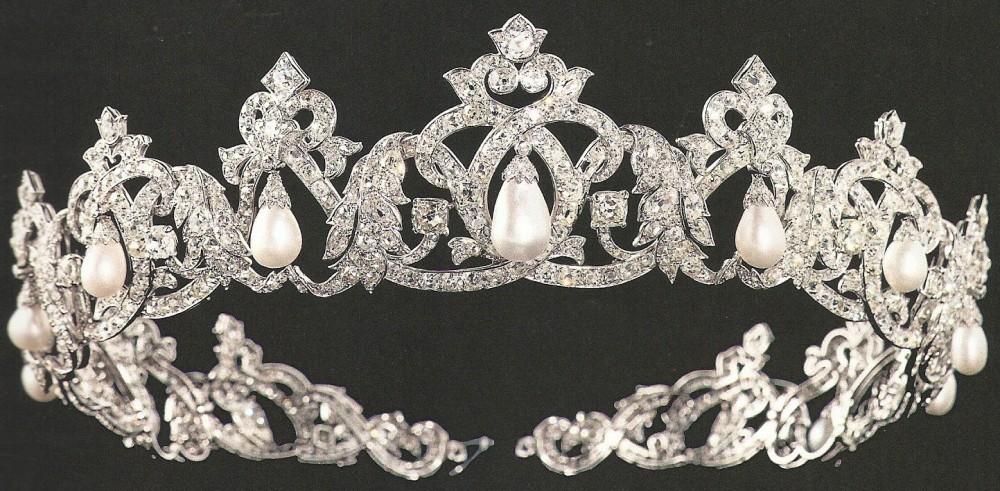 تيجان ملكية  امبراطورية فاخرة Cartier%20Pearl%20Drop%20Tiara