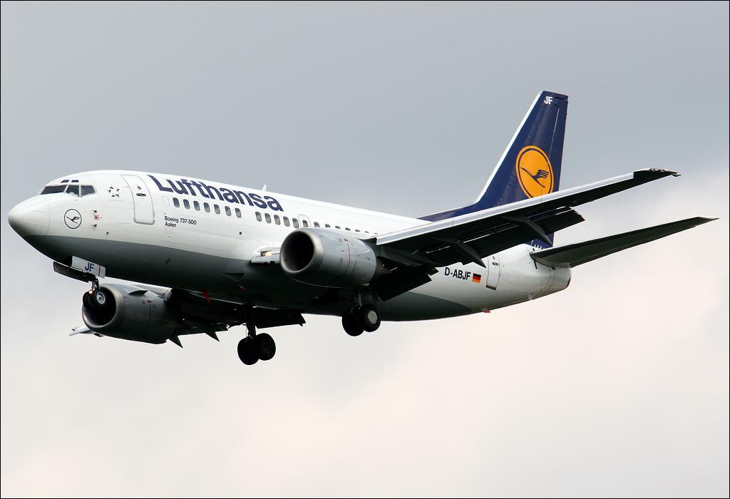 Boeing 737 ( avión de reacción de pasajeros de fuselaje estrecho de corto a medio alcance USA ) 735d-abjf-01