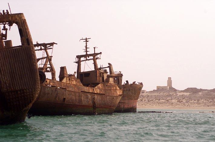 El mayor cementerio de barcos del mundo Maur1