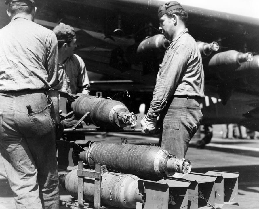 l'US air force  et l'aéronavale Korea_Skyraider_Bombs