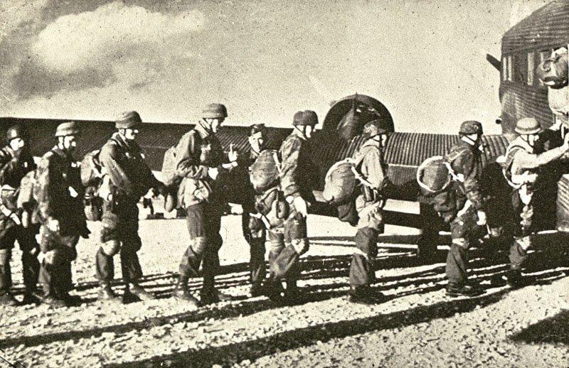 """الموسوعة العسكرية """" متجدد """" جزء شهر مارس . Crete_german_para2"""