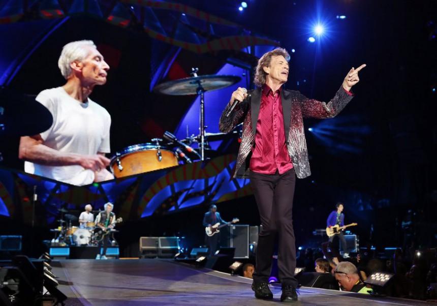 Χιλιάδες Κουβανοί χόρεψαν στους ρυθμούς των Rolling Stones στη συναυλία που έδωσε το θρυλικό ροκ συγκρότημα στην Αβάνα. 973210_16435748