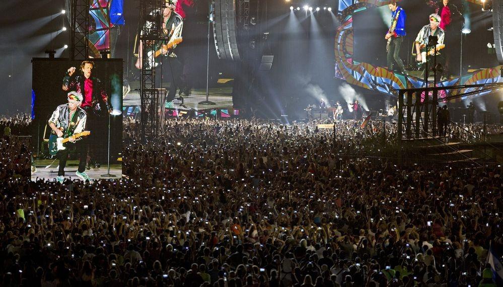 Χιλιάδες Κουβανοί χόρεψαν στους ρυθμούς των Rolling Stones στη συναυλία που έδωσε το θρυλικό ροκ συγκρότημα στην Αβάνα. Rolling.stones.cuba_.4