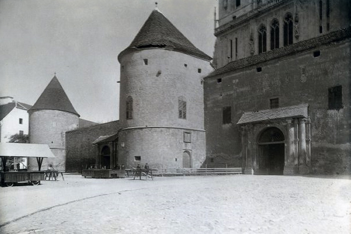 Povijest grada Zagreba - Page 2 13-Bakaceva-kula-1905-kaptol