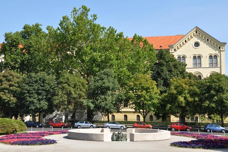Zagrebački spomenici, skulpture, biste 10-Zdenac-zivota-HNK