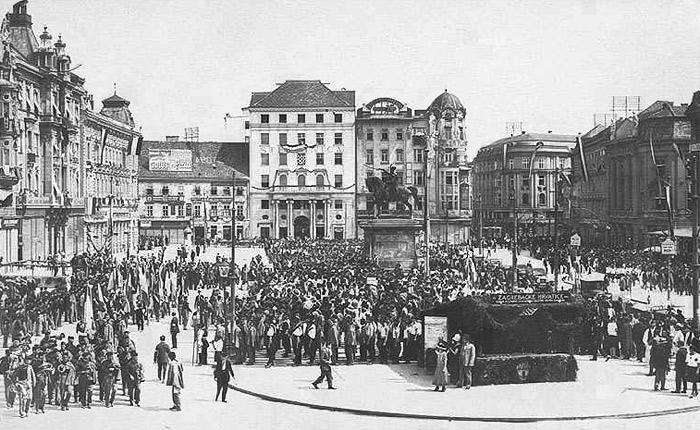 Povijest grada Zagreba - Page 2 58-1925-Trg_bana_jelacica