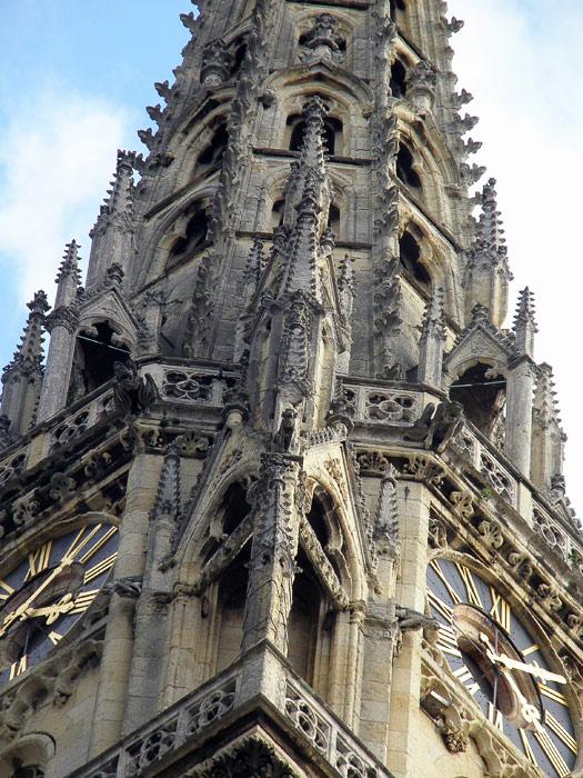 Zagrebačka katedrala 70_Satovi_na_tornju_katedrale