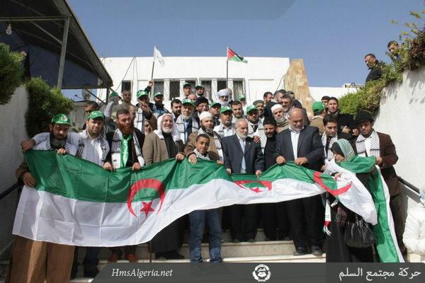 صور جديدة من مشاركة الوفد الجزائري بغزة Palest_9decv2012_02_868988040