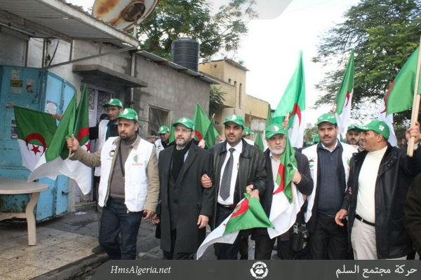صور جديدة من مشاركة الوفد الجزائري بغزة Palest_9decv2012_12_588350628