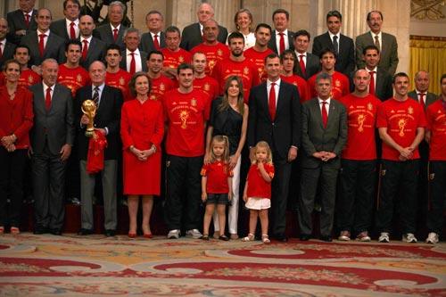 ¿Cuánto mide la Reina Sofía de España? - Altura - Real height Seleccion-llegada5-z