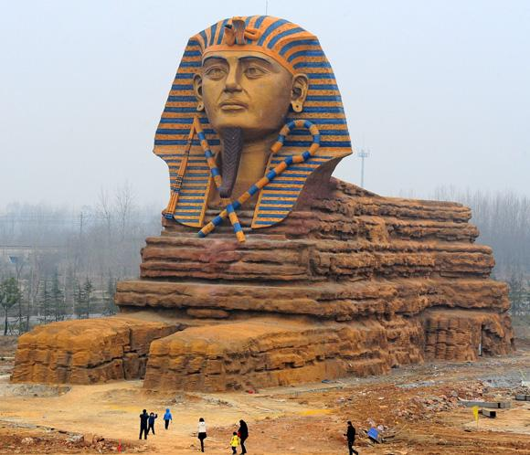 Construyen una estatua en homenaje a Mao de 37 metros de altura China-esfinge