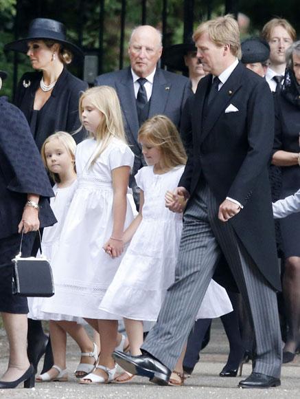 La reina Beatrix y su familia - Página 3 Entierro-friso3-a