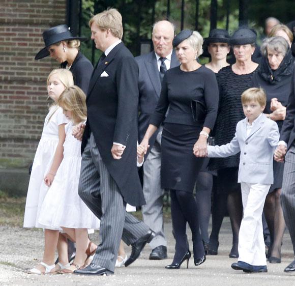 La reina Beatrix y su familia - Página 3 Entierro-friso4-a