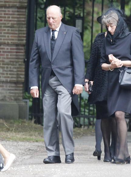 La reina Beatrix y su familia - Página 3 Entierro-friso5-a
