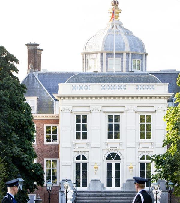 Princesa Beatrix Wilhelmina Armgard van Oranje-Nassau - Página 2 Huis-ten-bosch-holanda--a