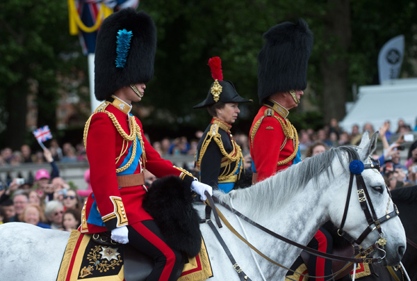 Trooping the Colour 2013. Desfile-trop-carlos-ana2--a