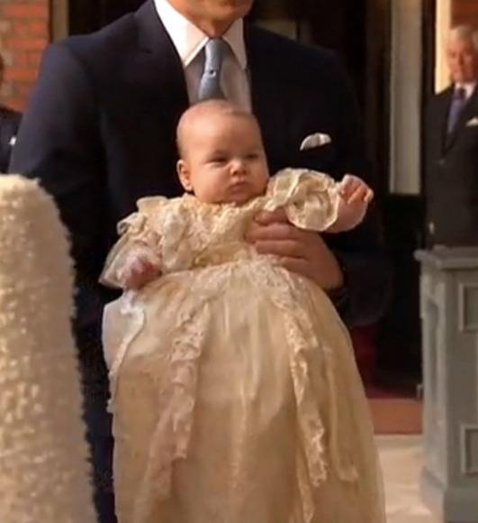 Bautizo Real del Príncipe George Alexander Louis. - Página 2 Pgeorge1--a